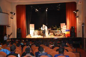 """Participanții Olimpiadei de Religie pentru Seminarii şi Licee Teologice Ortodoxe, faza națională, ce s-a desfășurat ieri la Caransebeș, au avut parte după proba scrisă de un program cultural-artistic. La Casa de Cultură """"George Suru"""" din municipiu au vizionat o piesă de teatru intitulată """"Ciorbă cu bolovani"""" pusă în scenă de către trupa de teatru """"A Fronte"""", formată din elevi ai Seminarului Teologic """"Ioan Popasu""""."""